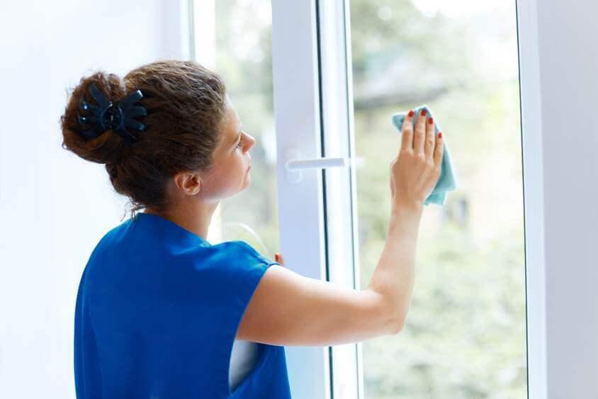 Fenster putzen in privaten Haushalten